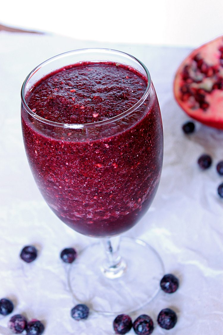 Blueberry Pomegranate Slushie via Fabtastic Eats #slushie #blueberry #pomegranate