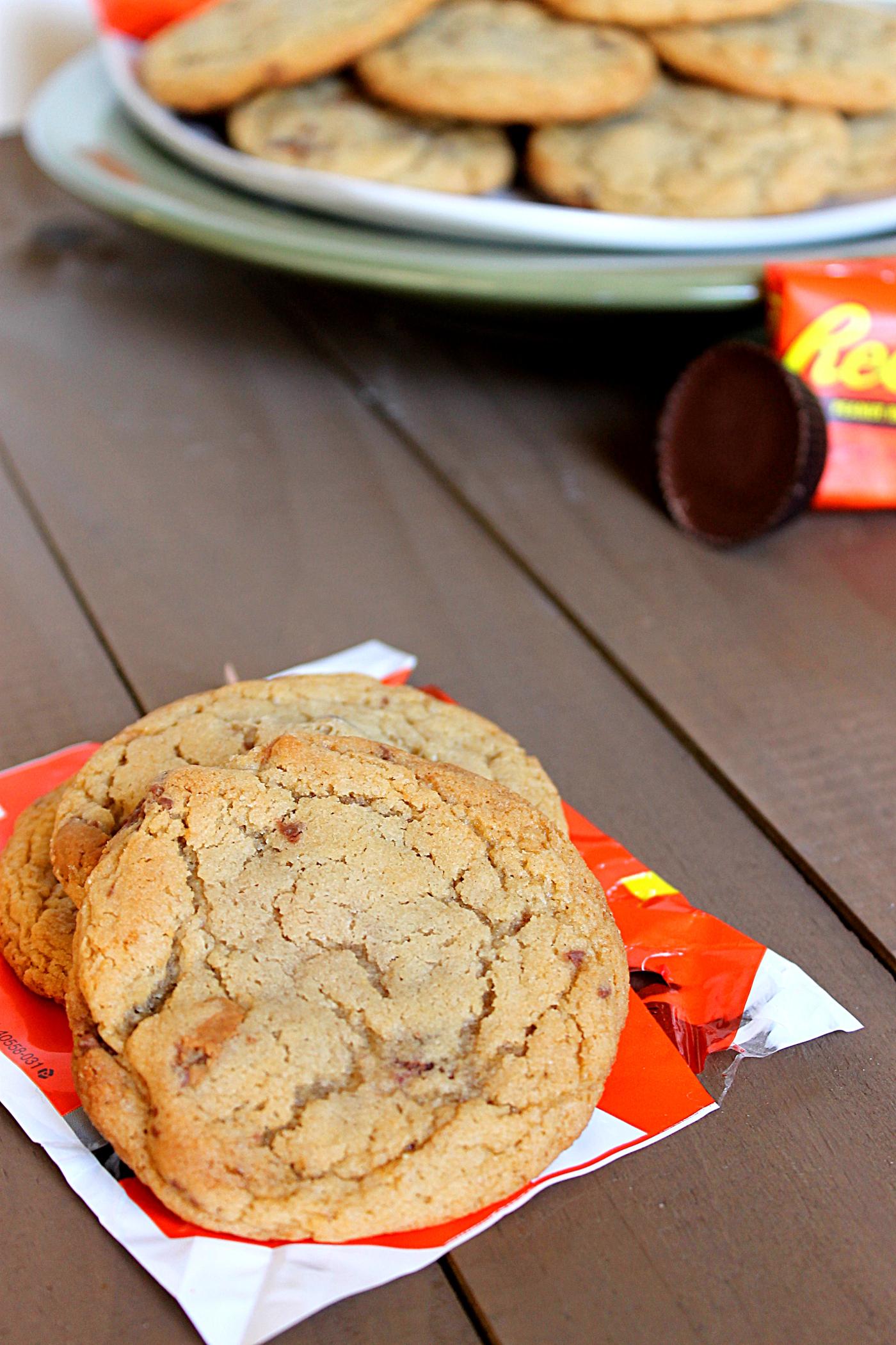 Reese's Cup Cookies via Fabtastic Eats #cookies #reeses