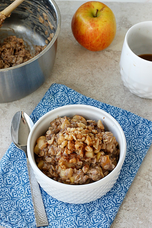 10 Minute-One Pot Apple Pie Oatmeal | Fabtastic Eats