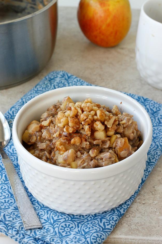 10 Minute-One Pot Apple Pie Oatmeal | Fabtastic Eats