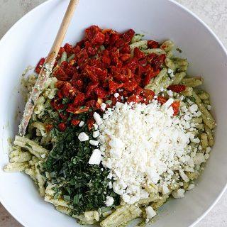 Creamy Pesto & Sundried Tomato Pasta Salad