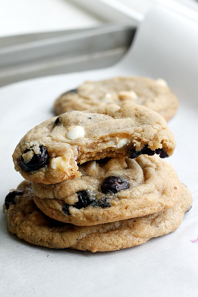 Soft and chewy, sweet and tart, heavenly blueberry and cream cookies !