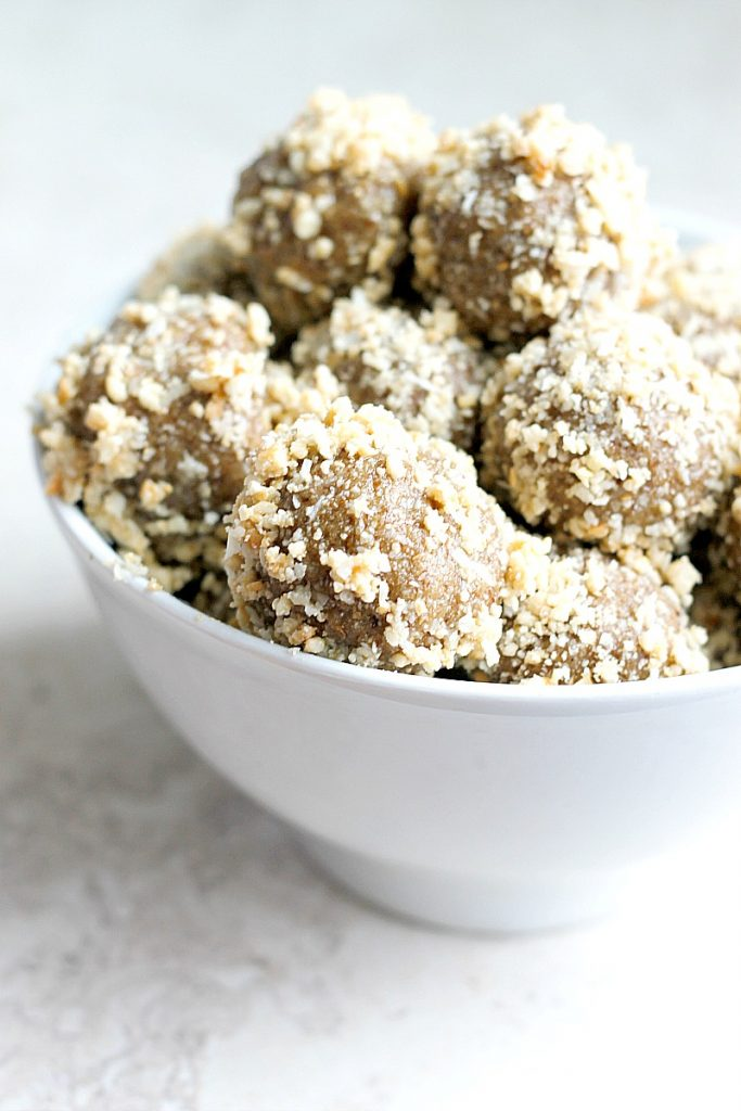 Cashew Coconut Protein Bites...healthy, DELICIOUS, snacks that taste like an indulgent cookie without any of the guilt! Made a batch at the beginning of the week and they're SO good! Plus great for grabbing on the go!